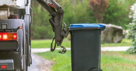 Garbage truck picking up recycling bin (Photo credits Carlos E. Medina)